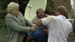 Agression de Dusty Rhodes, chair à canon du clan les premières années.