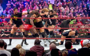 Bizarrement aucun des membres des deux clans n'aura quelque chose à foutre de cette feud après le Rumble.