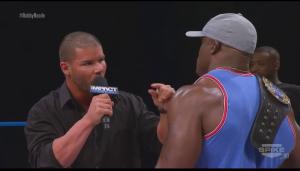 Tu vois ça, ben c'est la taille du kiki du mec que tu as rousté au Bellator, alors m'oblige pas à te montrer le mien.