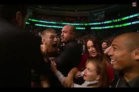 UFC 189 Conor défie Aldo dans la foule