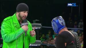 Vois-tu Tigre, l'autobooking c'est dépassé, moi du haut de ma grande carrière à la TNA j'offre un match pour le titre à mon pote Trevor.