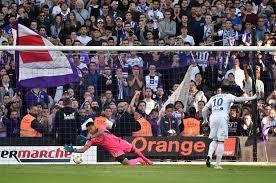 Sixième but encaissé sur coup de pied arrêté pour les Violets cette saison.