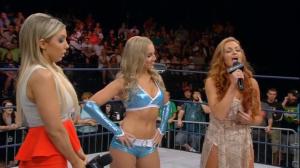 Laquelle des trois n'a pas encore été championne des knockouts ? Un indice : elle sait catcher.